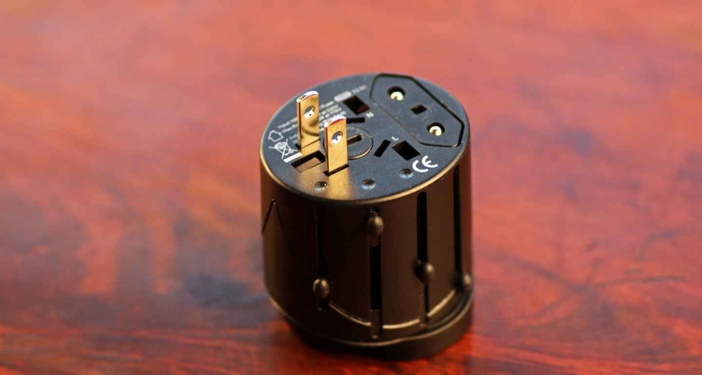 Top-Travel-Adapter-India